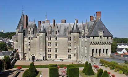 http://www.le-clos-de-ligre.com/images/chateau-langeais.jpg